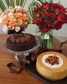 Bolo  Bouquet R$16000 - encomendas até sexta... um presente lindo e delicioso bolo da @lianamachadorangel e flores @pennoflores ... dois sabores e cores para as flores. 982827740 #avidarealemaisgostosa #studiopennoflores #penno #pennoflores #bolo #presente #diadasmaes #paramamães #mimos #flores #flowers #amomeutrabalho