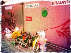 Schluss! Aus! Vorbei! Ab sofort ist jede #Glasflasche in der Innenstadt von #Chemnitz illegal! Ein Abgesang: Ab Sofort, Painting, Chemnitz, Glass Bottles, Painting Art, Paintings, Painted Canvas, Drawings
