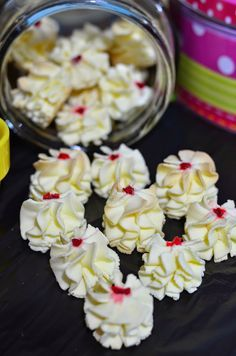Biskut Bunga Cina @ Dahlia Susu ~ *usually refer to original source/link but this girl has useful tips - I like :) Biscuit Cookies, Biscuit Recipe, Yummy Cookies, Cake Cookies, Pastry Recipes, Cookie Recipes, Puding Cake, Chinese New Year Cookies, Vegetarian Cookies