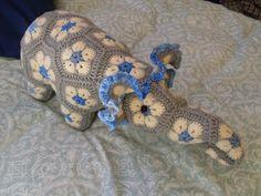 RC Handgemaak: African Flower Olifant - Blou, Grys & Room African Flowers, Dinosaur Stuffed Animal, Elephant, Toys, Stuff To Buy, Animals, Activity Toys, Animales, Animaux