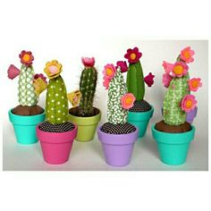 DIY Gifts Ideas 2017 / 2018 cactus pin cushions -Read More – Sewing Crafts, Sewing Projects, Craft Projects, Felt Crafts, Diy And Crafts, Arts And Crafts, Cactus En Crochet, Deco Cactus, Cactus Craft