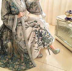 h😍 ow much can this cost? Muslim Dress, Hijab Dress, Modest Fashion, Hijab Fashion, Morrocan Kaftan, Pretty Dresses, Beautiful Dresses, Mode Turban, Fairytale Dress