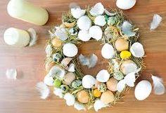 Výsledok vyhľadávania obrázkov pre dopyt velkonocna vyzdoba Decoration, Floral Wreath, Wreaths, Easter Ideas, Center Table, Bricolage, Decorating, Door Wreaths, Dekorasyon