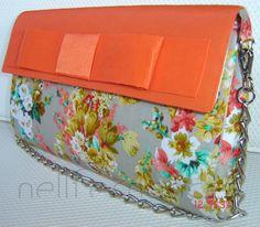 Carteira nellfernandes em algodão francês floral com fundo cinza - aba em tafetá de seda coral com laço Chanel.