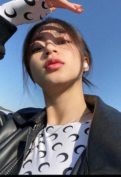 Warning☞⚠️ [FOLLOW DULU BRADER!!!] cerita ini terdapat adegan roman… #fiksiremaja # Fiksi remaja # amreading # books # wattpad Shot Hair Styles, Blackpink Memes, Cute Poster, Jelsa, Ulzzang Girl, Aesthetic Pictures, Asian Beauty, Asian Girl, Roman