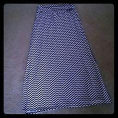 Long skirt L. White and black skirt that has slits down the side Joe B Skirts Maxi