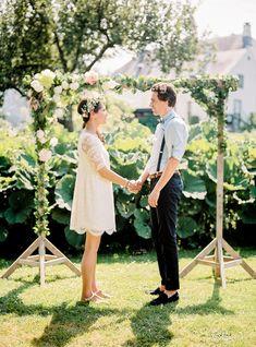Un mariage simple et champêtre Garden Wedding Decorations, Wedding Themes, Home Wedding, Dream Wedding, Sheath Wedding Gown, Wedding Dress, Wedding Planer, Wedding Photo Inspiration, Casual Wedding