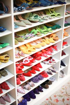 color coded shoe closet - love.
