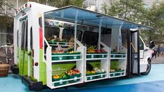 Bus Unfolds into Mobile Fresh Food Market Bringing healthy and organic fruits and vegetables into low-income areas of Toronto lacking grocery stores, this converted bus is much more than a normal food truck – it looks like an ordinary vehicle until. Fresh Food Market, Diy 2019, La Petite Boutique, Food Truck Design, Organic Fruits And Vegetables, Food Trailer, Mobile Marketing, Digital Marketing, Desert Recipes