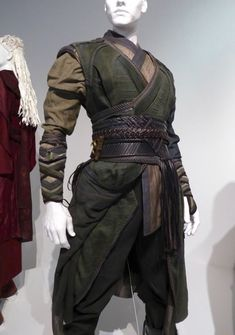 kleidung Mordo Doctor Strange movie costume detail Keukenhof Gardens Dazzle With Bulbs And Concrete Character Design Inspiration, Style Inspiration, Doctor Stranger Movie, Medieval Clothing, Jedi Clothing, Medieval Fashion, Historical Clothing, Fantasy Costumes, Fantasy Outfits