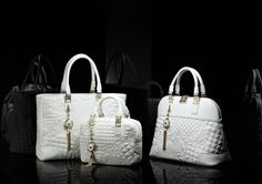 Vanitas Collections Versace S Classic Styles Rich In Meaning And Full Of Energy