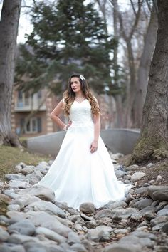 Awesome STUNNING wedding dress for RENTAL amazing and SO affordable