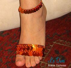 Laranja Harem  -> Sapatilha para dança produzida com elástico, lantejoulas e misangas. Bordada a mão.  4 peças (2 tornozeleiras e 2 de peito do pé)             Pronta entrega.             Preço promocional R$15,00