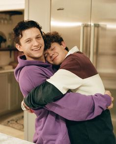 Siper Man, Tom Peters, Tom Holand, Tom Holland Peter Parker, Marvel Photo, Brothers In Arms, Men's Toms, Tommy Boy, Man Thing Marvel
