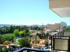 Trevlig lägenhet med terrass och fin utsikt i Sometimes