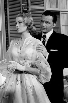 Grace Kelly and Frank Sinatra standing together in a scene from the film 'High Society' 1956 Grace Kelly Mode, Grace Kelly Quotes, Grace Kelly Wedding, Grace Kelly Style, Grace Kelly Fashion, Grace Kelly Films, Grace Kelly Dresses, Margaux Hemingway, Lauren Hutton