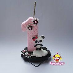 Mais um novo tema chegando pras mamães festeiras e vai ser sucesso pq é uma fofura Panda Party... Panda Themed Party, Panda Birthday Party, Panda Party, Bolo Panda, Panda Cakes, Ceramic Clay, Cake Batter, Baby Shower Cakes, Hobbies And Crafts