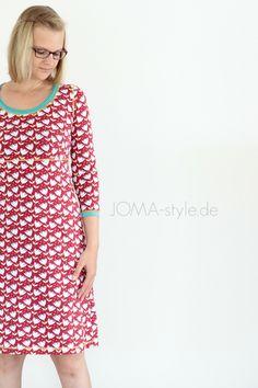 Mit diesem Kleid aus dem tollen Buch von Rosa P. (Ein Schnitt - Vier Styles: Kleidung nähen mit Rosa P.) starte ich am heutigen Me-Made-Mittwoch in meinen Kleider-Herbst, denn nach wie vor gehört dieser Schnitt zu meinen Liebsten.Als kleine 'zusätzliche' Farbakzente habe ich ein mintfarbiges Bündchen, dass ich offenkantig und doppellagig verarbeitet habe, und gelbe Covernähte gewählt. Gerne hätte ich euch das Kleid komplett mit Stiefeln und Strumpfhose präsentiert, aber leider befind...