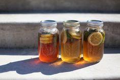 さんさんと輝く太陽の季節は、日向で「サンティー(suntea)」を作りましょう。ゆっくりと香りや成分をお水にうつすので、やさしい味わいになります。フレッシュハーブティー初心者の方にはまろやかで飲みやすいですよ。
