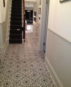 Hall floor tiles best victorian hallway ideas on hallways grey how to create a patterned stone floor architectural digest Hall Tiles, Tiles Uk, Tiled Hallway, Tiled Staircase, Hall Flooring, Stone Flooring, Vinyl Flooring, Edwardian Haus, Victorian Hallway