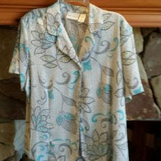 Alfred Dinner Ladies Blouse Plus size 18 Very beautiful springy print blouse in easy care poly. Size 18 NWT Alfred Dunner Tops Blouses