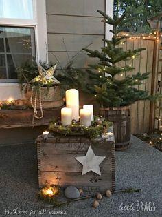 Christmas porch, christmas home decor baskets, veranda, pallet projects, home Noel Christmas, Country Christmas, Christmas Photos, Christmas 2019, Winter Christmas, Christmas Crafts, Christmas Ornaments, Simple Christmas, Christmas Cookies