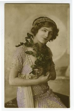 1910s British Edwardian LILY ELSIE Theater Beauty photo postcard