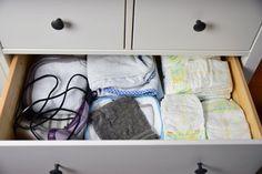 IKEA Hemnes als Wickelkommode mit Wickelaufsatz und Wickelauflage Baby Time, Towel, Furniture, Home Decor, Life Hacks, Neutral Baby Rooms, Decoration Home, Room Decor, Home Furnishings