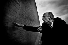Parco della Memoria a Buenos Aires sulla costanera nord. Jose' Saramago in visita al parco della memoria