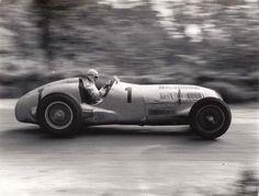 Motor racing memories. — Mercedes Benz W125. Rudolf Carraciola, Donington... Old Sports Cars, Vintage Sports Cars, Vintage Racing, Vintage Cars, Courses F1, Gp F1, Automobile, Classic Race Cars, Classic Cars