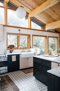 Kitchen Interior Design Remodeling modern malibu kitchen with natural wood details. / sfgirlbybay - most of the items in this stunning malibu home are one-of-a-kind vintage scores, so erin let us in on her favorite resources. Home Decor Kitchen, Interior Design Kitchen, Home Kitchens, Bungalow Kitchen, Diy Kitchen, Kitchen Ideas, Küchen Design, House Design, Design Trends