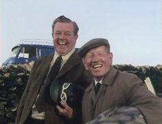 Sid and Wally laughing at Compo in the bird suit, in a scene from 'Last of the Summer Wine' Episode 'Here We Go Again Into the Wild Blue Yonder' ~ ''Sid' was portrayed by John Comer and 'Wally' was played by Joe Gladwin British Tv Comedies, British Comedy, British Actors, Best Tv Shows, Favorite Tv Shows, Last Of Summer Wine, Yorkshire, English Comedy, Welcome Photos