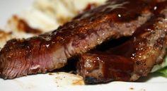 Μία αμερικανική συνταγή για τους λάτρεις του κρέατος και της κλασικής σάλτσας μπάρμπεκιου με τους χιλιάδες θαυμαστές σε όλο τον κόσμο. Οι μπριζόλες είναι Greek Recipes, Cooker, Steak, Bacon, Pork, Diet, Breakfast, Kale Stir Fry, Morning Coffee
