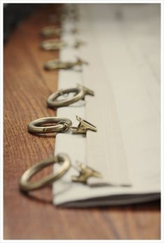Great idea to Hide curtain clips. If I ever get inspired to fix the apartment curtains. Using header tape to make the top sturdier and sewing a band for the clips to hide them even more. No Sew Curtains, Rod Pocket Curtains, Curtains With Blinds, Window Curtains, Valances, Drapery Panels, Cornices, Shower Curtains, Pinch Pleat Curtains