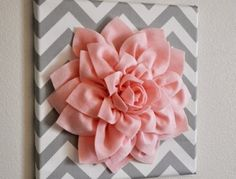 comment-faire-des-fleurs-en-tissu-fleur-en-tissu-rose-comme-deco-murale