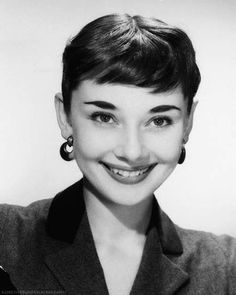 In memory of Audrey Kathleen Hepburn-Ruston, Audrey Hepburn Born, Audrey Hepburn Photos, Golden Age Of Hollywood, Vintage Hollywood, British Actresses, Actors & Actresses, Divas, Lovely Eyes, Beautiful Smile