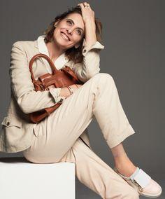 Exclusive: The Legendary Inès De La Fressange Lands In Dubai Roger Vivier, Alaska Fashion, Parisienne Style, Mature Women Fashion, Over 60 Fashion, Mode Simple, Laetitia, Moda Paris, French Chic