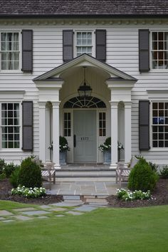 Colonial exterior Colonial exterior The post Colonial exterior appeared first on House ideas. Colonial House Exteriors, Colonial Exterior, Grey Exterior, Interior Exterior, Colonial Front Door, Grey Front Doors, Modern Front Door, Front Door Colors, Front Entry