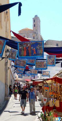 Review de Ibiza Medieval Beautiful Islands, Beautiful Beaches, Hotels And Resorts, Best Hotels, Medieval, Ibiza Formentera, Ibiza Fashion, Europe, Stone Houses