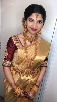 Indian Bridal Sarees, Indian Bridal Outfits, Desi Wedding Dresses, Saree Wedding, Kurti Sleeves Design, Pattu Saree Blouse Designs, Traditional Silk Saree, Telugu Brides, Indian Look
