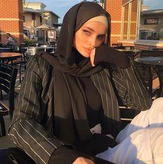 Modern Hijab Fashion, Muslim Women Fashion, Street Hijab Fashion, Hijab Fashion Inspiration, Modest Fashion, Fashion Outfits, Hijabi Girl, Girl Hijab, Hijab Outfit