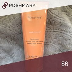 MK- Satin Hands Peach Mary Kay Satin Hands lotion Makeup