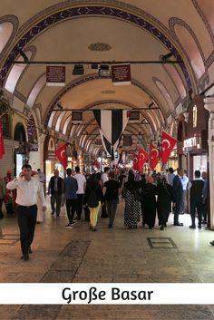 Der Große Basar besteht aus 4000 überdachten Geschäften und bietet 30.000 Menschen einen Arbeitsplatz. Eine halbe Million Menschen schlendert jeden Tag durch das größte Verkaufsviertel von Istanbul. Das macht ihn ganz klar zu einer der 21 schönsten Sehenswürdigkeiten in Istanbul: http://www.tuerkeireiseblog.de/sehenswuerdigkeiten-istanbul/
