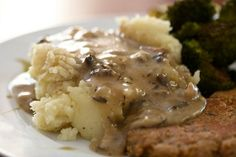 #Vegan Mushroom Gravy with mashed potatoes! #thanksgiving http://blog.yummly.com/blog/2013/11/a-vegan-thanksgiving-made-easy/