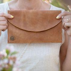 Leather Handbags | Basic Essentials - Part 2 Card Case, Leather Handbags, Essentials, Wallet, Summer, Pocket Wallet, Leather Totes, Summer Recipes, Summer Time