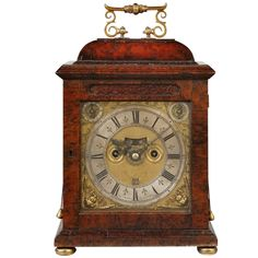 Exceptional William III period burr yew wood bracket clock by the most famous Kensington clock maker. The 8-Day movement with its verge escapement runs for 8 days, strikes the hours on a bell & has a pull quarter repeat mechanism for recalling the last hour & last quarter hour. The burr yew wood veneered case is in remarkably original condition & it retains its original brass double 'S' scroll handle. Its small size & shallowness are of particular appeal - Raffety Fine Antique Clocks…