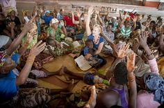 Heidi Baker leading a bible study for women in Pemba, Mozambique (from Christianity Today, May 2012).