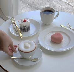 Find images and videos about pink, white and food on We Heart It - the app to get lost in what you love. Korean Cafe, Korean Dessert Cafe, Cafe Food, Aesthetic Food, White Aesthetic, Foodblogger, Sweet Recipes, Food Photography, Food Porn
