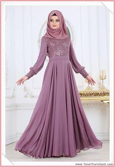 Tesettürlü abiye elbise modellerinde 2018 şıklığı adeta göz dolduruyor. Sezonun en güzel tesettürlü abiye elbise modelleri tükenmeden mutlaka sizde abiye elbisenizi alın. Daha fazlası için resime tıklayarak sitemizi ziyaret ediniz. #2018tesettür #tesettür #tesettürgiyim #abiye #elbise #tesettürabiye #tesettürlüelbise Muslim Wedding Dresses, Muslim Dress, Designer Wedding Dresses, Dress Wedding, Abaya Fashion, Muslim Fashion, Fashion Outfits, Choli Dress, Hijab Dress