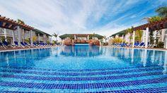 Viehättävä, uusi all inclusive -hotelli H10 Ocean Varadero El Patriarca ihastuttaa rauhallisella sijainnillaan ja tyylikkäällä sisustuksellaan. Hotellialue sijaitsee rannalla, jossa on hotellivieraille ilmaiset aurinkotuolit ja -varjot.  #Varadero #Meksiko